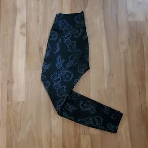 Today$! Fabletics Black Leggings w/ Floral Pattern
